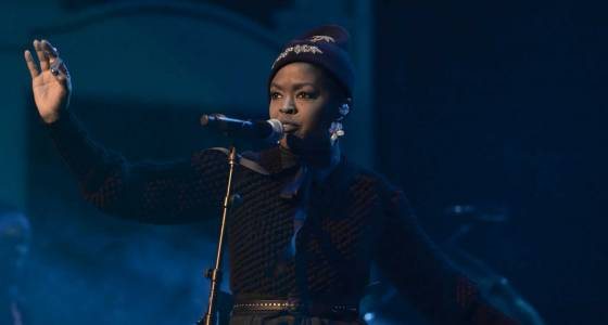 Lauryn Hill delays makeup concert for show that started late