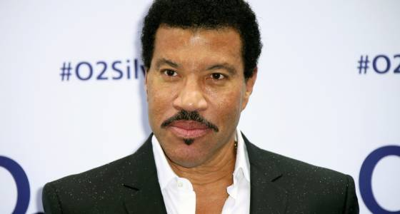 Lionel Richie postpones tour with Mariah Carey to recover from knee procedure
