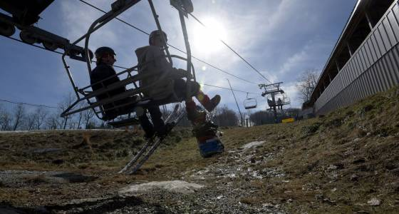 Maryland ski resort closes, other attractions face unseasonable February weather