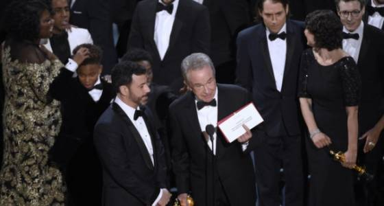 'Moonlight' wins Oscar after 'La La Land' accidentally announced as winner for best picture