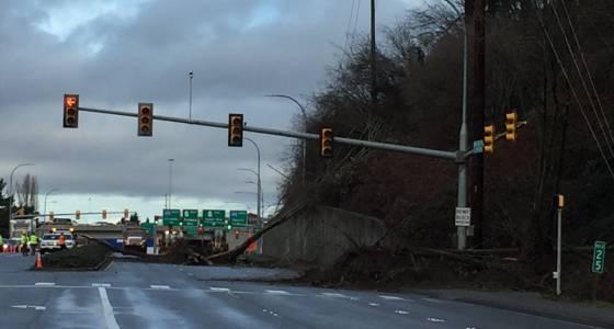 Multiple landslides block Seattle-area highways