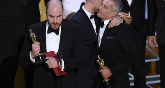 Oscars 2017: 'Moonlight' wins for best picture after 'La La Land' mistakenly handed trophy