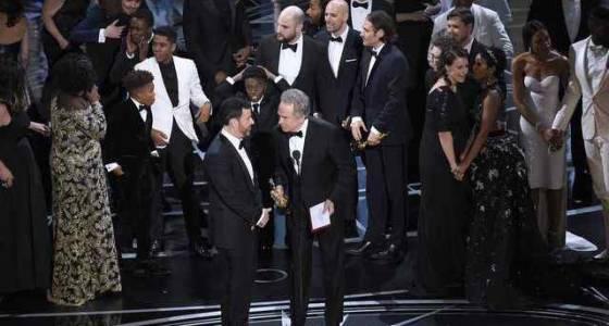 Oscars upset: 'Moonlight' bests 'La La Land' after winner mix-up