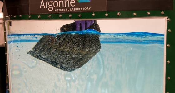 Reusable sponge material can collect oil from both the surface and depths of seawater