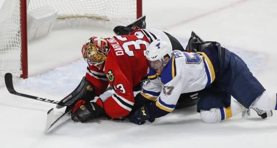 Scott Darling comes up big in a pinch for Blackhawks