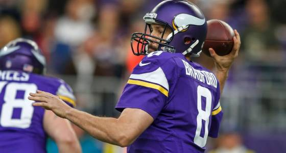 Should Vikings wait on a Sam Bradford contract, or do one soon?