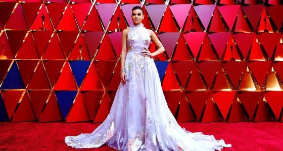 Stars arrive at Oscars, where 'La La Land' could shine