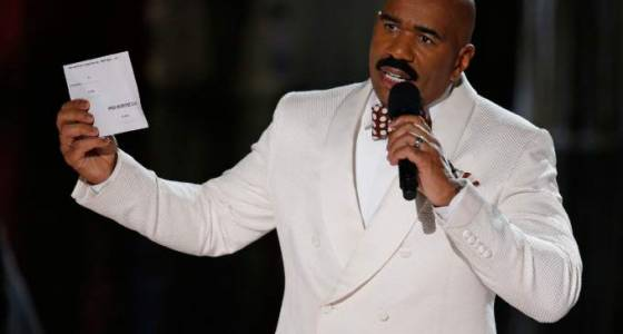 Steve Harvey to Warren Beatty: 'I can help you get through this!'