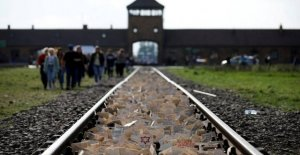 Badeand arouses indignation at Auschwitz