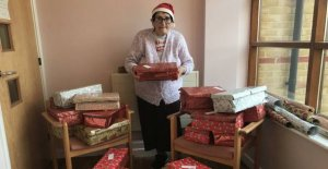Is this juledamen? Granny packets 500 gifts to the poor