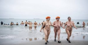 Hundreds of naked people takes cold dip in Skagen