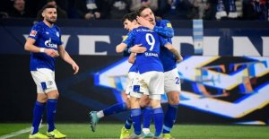 Schalke opens spring season with win over Gladbach