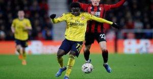 Teenageback send Arsenal ahead of the FA Cup