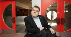 Handicapped politician: I was overfuset to use the elevator