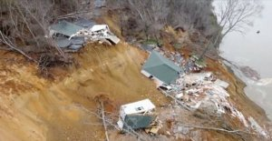 Landslides smooths two houses with the ground