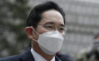 SKorean court Provides Samsung scion prison Sentence Within bribery