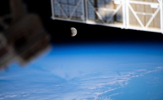 See the'Super Flower Blood Moon' from orbit as only astronauts could (photos)