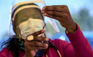 'This IS INSANE':' Africa desperately short of COVID vaccine