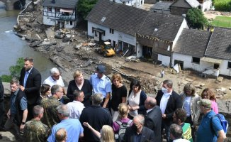 Merkel visits the'surreal flood scene' and vows to help with climate action