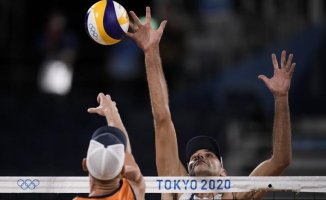 Olympics Latest: US men get off to fast start in volleyball