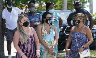 As Florida COVID wards get swell, DeSantis won't touch masks