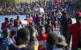 US intensifies plan to expel Haitian migrants who have gathered in Texas