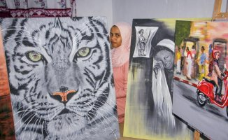 A Somalian female artist is promoting images of peace in Somalia.