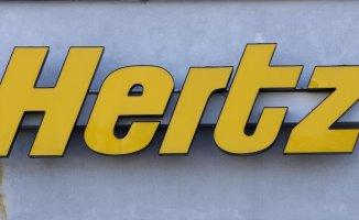 After Hertz orders 100K Teslas, Tesla's market value surpasses $1T