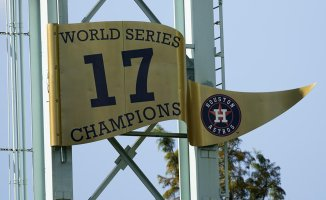 Astros start a new World Series, vilified in the sports world