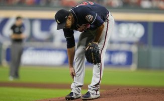 Charlie Morton done for World Series after breaking leg