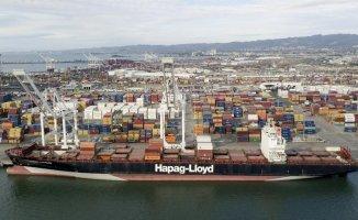 Investigators board a ship that was anchovied near an oil pipeline