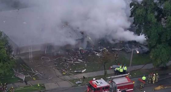 1 dead, 5 injured as small plane crashes into two homes in California