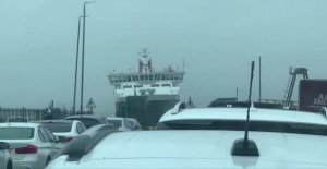 Dramatic video: Ferry struggling to put the dock in the storm