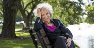 Reading: newsletter with Margaret Atwood and the nonviolent struggle