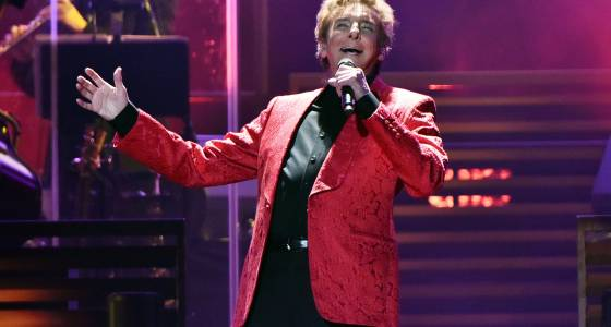 Barry Manilow playing Allstate Arena in May