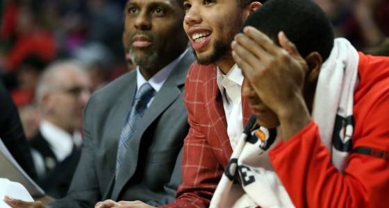 Injury forces Michael Carter-Williams to skip Bulls' trip to Cleveland