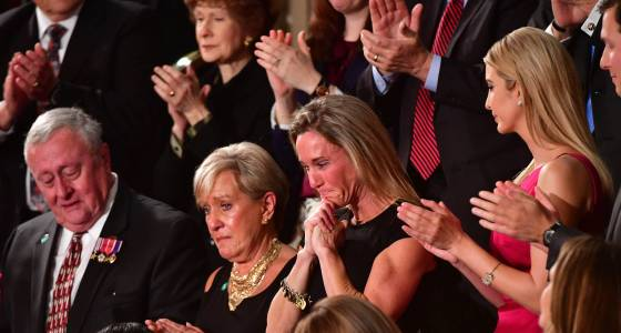 Navy SEAL's widow brought to tears by standing ovation
