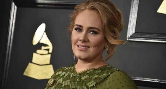 Oscars 2017: Adele gives thumbs up to Emma Stone, 'Moonlight'