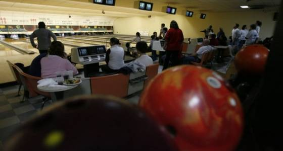 Pair of women bowlers roll 300s at nearly the same time