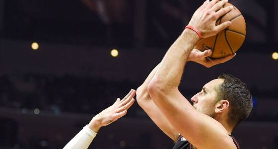 Rockets get hot from 3-point range, overwhelm Clippers
