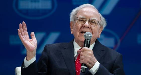Warren Buffett sticks to enterprise, avoids politics in letter