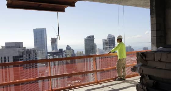 U.S. economy grew at weak 1.9 percent rate in 4th quarter