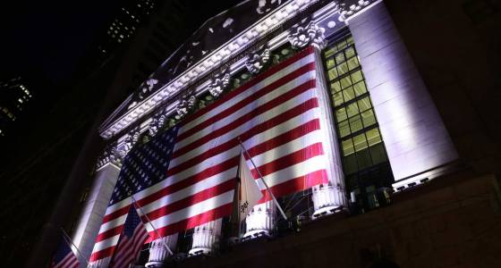 US stock indexes edge lower in early trading; oil falls