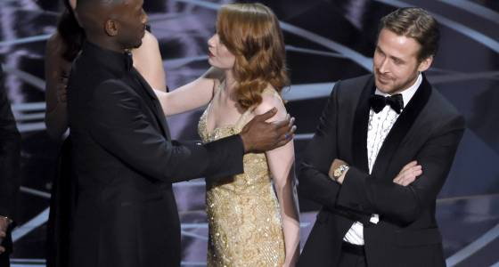 What actually happened backstage at the Oscars during the 'La La Land'/'Moonlight' mixup