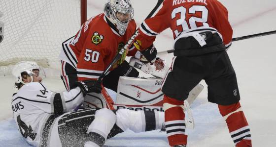 With an eye future, Blackhawks sign veterans Rozsival, Tootoo